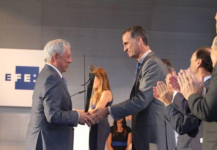 Vargas Llosa recibió el miércoles el premio internacional de periodismo Rey de España, en Madrid. (Casa Real)