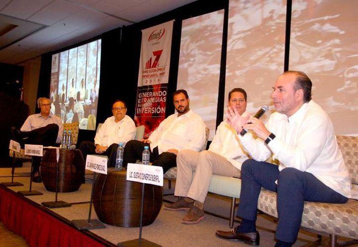 'La gente que está en Yucatán está invirtiendo más y están llegando otras inversiones, declaró el presidente de la Coparmex Mérida, Gustavo Cisneros Buenfil (d). (Foto cortesía)