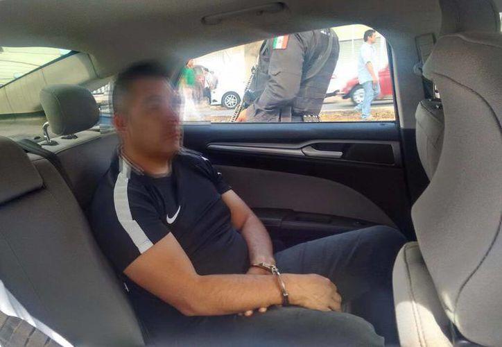 Gracias a un sobrino suyo que dio aviso a la policía, un señor que había sido asaltado en la colonia Alemán, recuperó sus objetos mientras que los asaltantes (uno de ellos aparece en esta foto) fueron detenidos. (SIPSE)