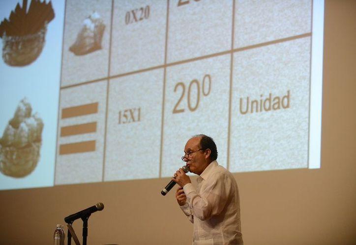 El físico destacó la importancia del legado matemático de los mayas, en la primera conferencia del Festival de la Cultura Maya 2012. (Cortesía)