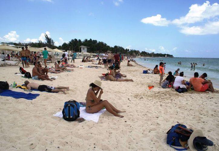 Autoridades de salud recomiendan no tomar sol sin protección solar. (Octavio Martínez/SIPSE)