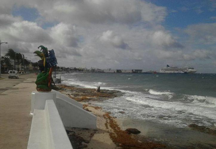 En Cozumel se cerró el puerto debido a que las ráfagas de viento son de 35 a 40 kilómetros por hora. (Gustavo Villegas/SIPSE)
