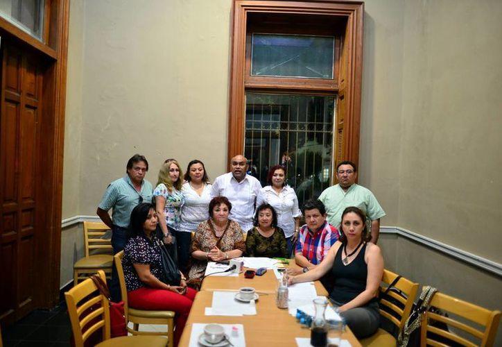 Imagen de los dirigentes sindicales que se reunieron para pedir el cambio de directiva. (Luis Pérez/SIPSE)