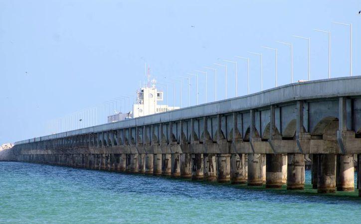 La estructura está conformada por 164 trabes en forma de arco a lo largo de 2.5 kilómetros de extensión. (Gerardo Keb/Milenio Novedades)