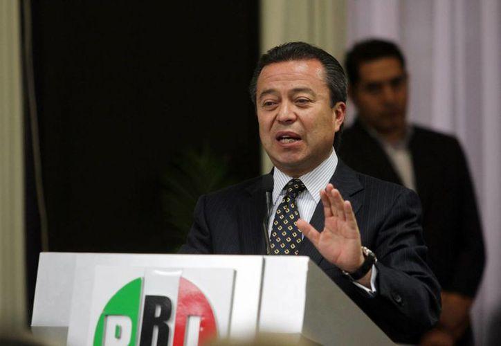 El presidente nacional del PRI, César Camacho, dijo que el Revolucionario Institucional cumple con la ley y asume su convicción moderna de hacer política. (Archivo/Notimex)