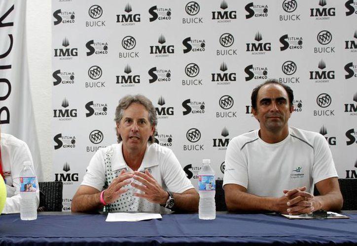 En conferencia de prensa, confirmaron que se llevarán a cabo las Clínicas de Tenis y dieron detalles al respecto. (Francisco Gálvez/SIPSE)