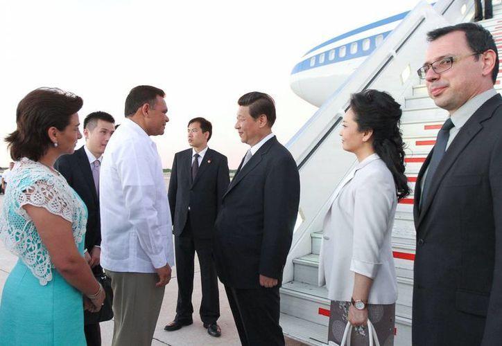 El recibimiento al presidente chino en el aeropuerto internacional de Mérida. (Cortesía)