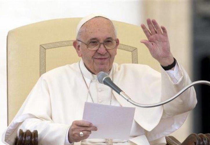 Para honrar la visita que realizará el Papa Francisco del 12 al 17 de febrero a México, se ha lanzado la convocatoria de dos concursos: El primero es de dibujo infantil y el segundo para escribir una carta al Sumo Pontífice. (Archivo AP)