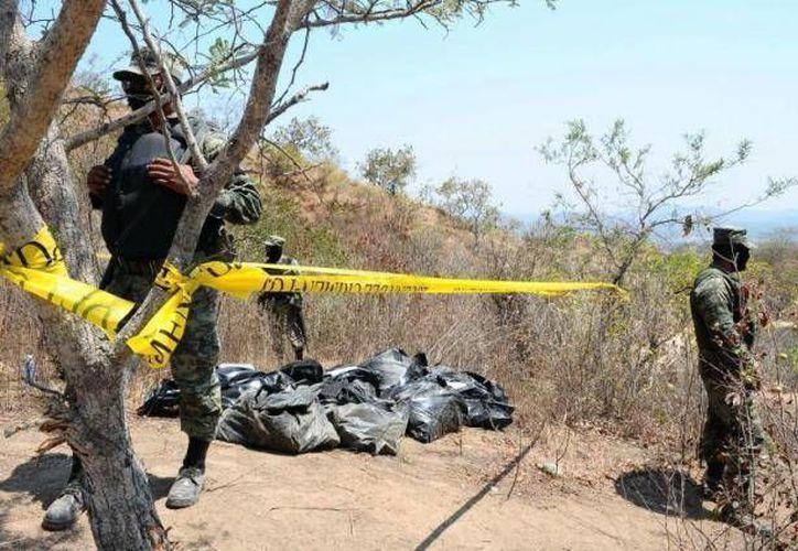 La fosa clandestina fue descubierta en Tingüindín, ubicado en los límites con Tocumbo, rumbo a la comunidad conocida como El Moral. (Agencias/Contexto)
