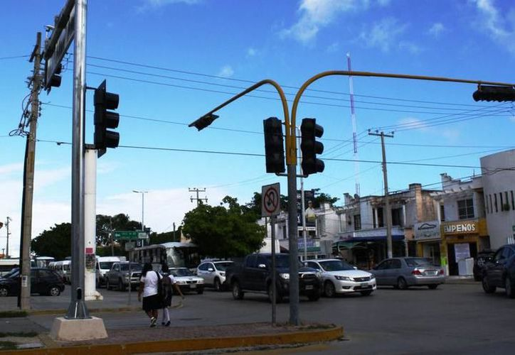 Secretaría de Seguridad Pública y Tránsito Municipal informó que enviarían elementos a los puntos de mayor afluencia para agilizar el flujo vial. (SIPSE)