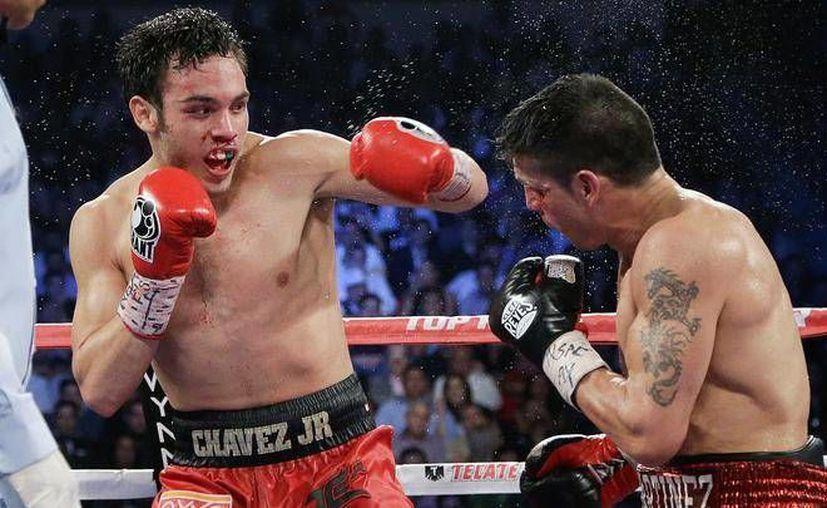 Julio César Chávez Jr. reaparecerá ahora el 28 de septiembre. La imagen corresponde a su pelea contra el argentino Sergio 'Maravilla' Martínez. (usatoday.com)