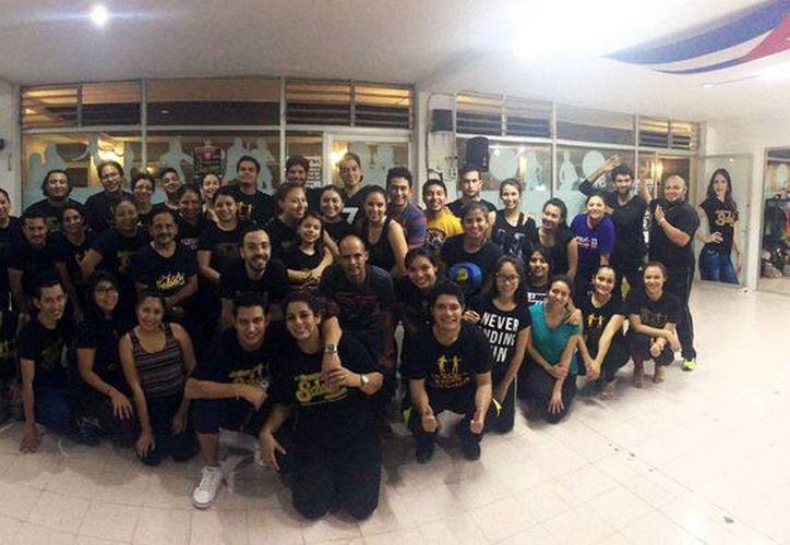 La academia de danza 'Bailemos salsa en Mérida' presenta el evento 'Salsa, timba y guguancó'. Imagen de contexto de los participantes del evento. (Milenio Novedades)
