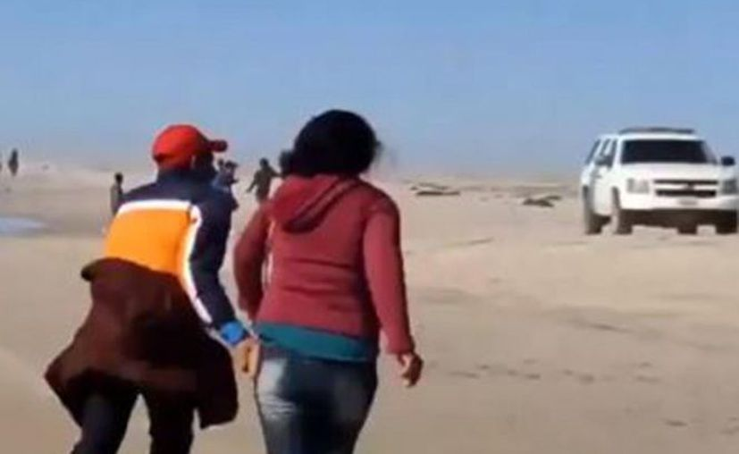 Captan dramático intento de migrantes para cruzar a EU. (Foto: Captura de Pantalla)