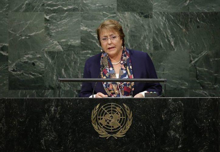 """""""Sólo mediante el intercambio de experiencias y conocimientos podemos estar preparados como sociedad para enfrentar desastres naturales"""", dijo la mandataria Michelle Bachelet. (AP)"""