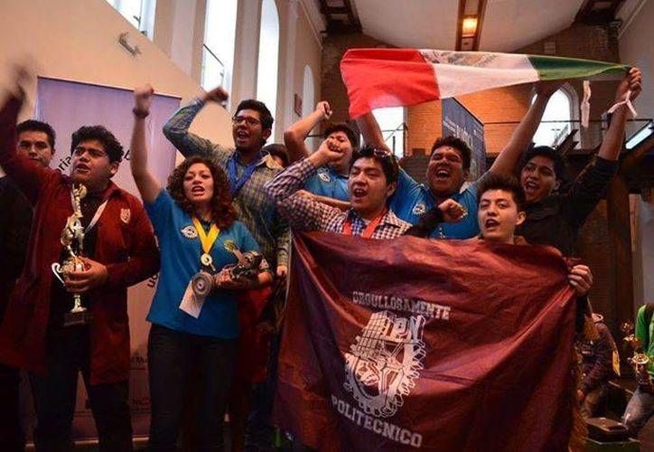 Los estudiantes del Politécnico Nacional se impusieron a equipos procedentes de los más destacados institutos en América Latina. (Facebook/Robot Games Zero Latitud ECUADOR)