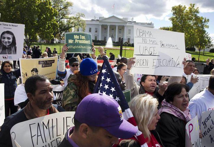 La revocación de la ley antiinmigrante de Arizona pone en duda las prohibiciones de fianzas a indocumentados presos en otros cuarenta estados. (AP)