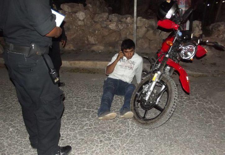 Motociclista lesionado en Ticul al derrapar sobre diesel. (SIPSE)