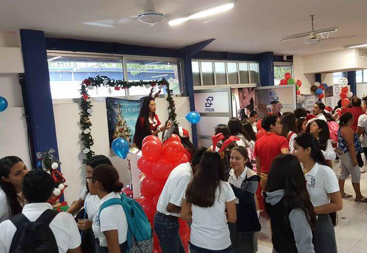 Realizaron la quinta edición de la Feria Comercializadora de Paquetes Turísticos en el Cbtis 111. (Jesús Tijerina/SIPSE)