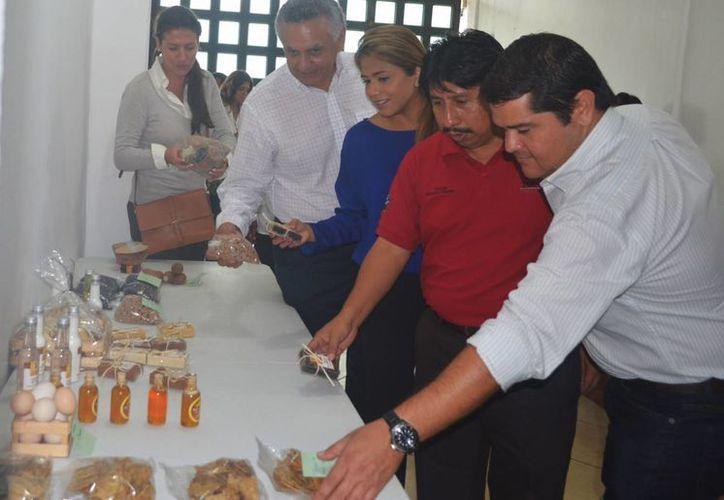 Para los productores es una oportunidad para mostrar su oferta a empresarios hoteleros, restauranteros y comerciantes. (Rossy López/SIPSE)