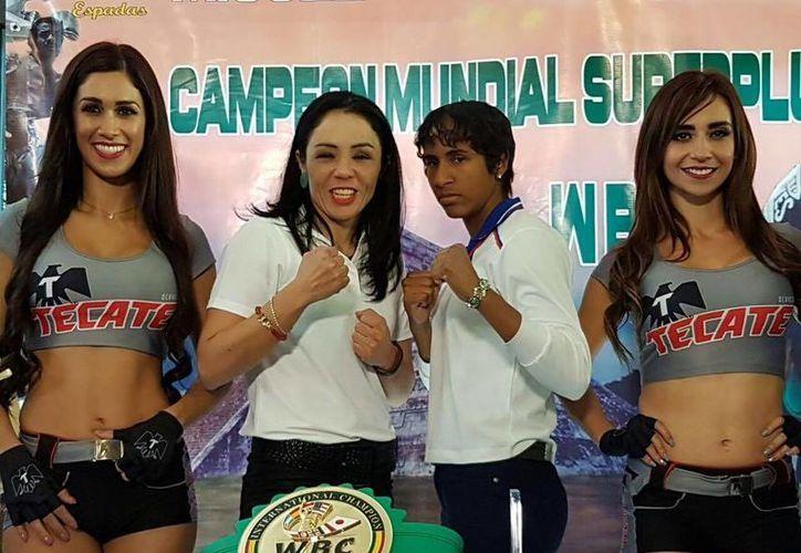 Jackie Nava(izq.) y Ana María Lozano se encuentran listas para la pelea femenil del próximo sábado 4 de febrero, en la Ciudad de México. (Foto tomada de Zanfer)