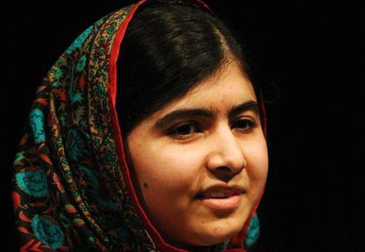 Malala Yousafzai, habla durante una conferencia de prensa en la Biblioteca de Birmingham, en Birmingham, Inglaterra. (Agencias)