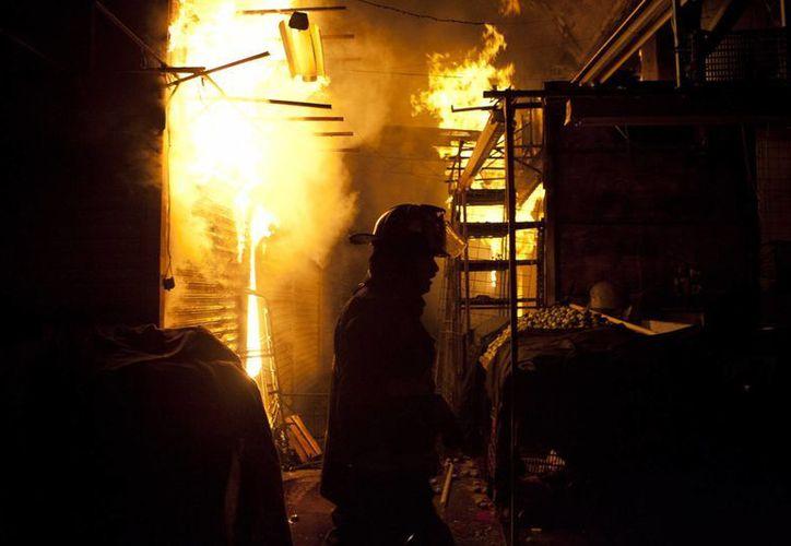 El fuego consumió más de 70% de la nave mayor de La Merced. (Agencias)