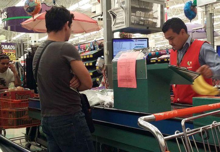 La economía de las familias se ha visto afectada al adquirir productos de la canasta básica. (Luis Soto/SIPSE)