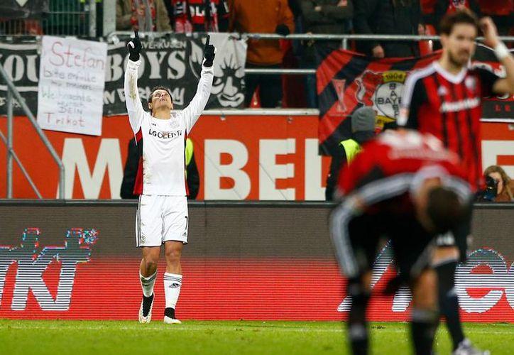 Javier 'Chicharito' Hernández anotó su gol número 19 con el Bayer Leverkusen. (AP)