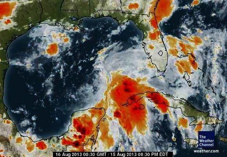 Densa nubosidad asociada a la onda tropical cubre la Península de Yucatán. (SIPSE)