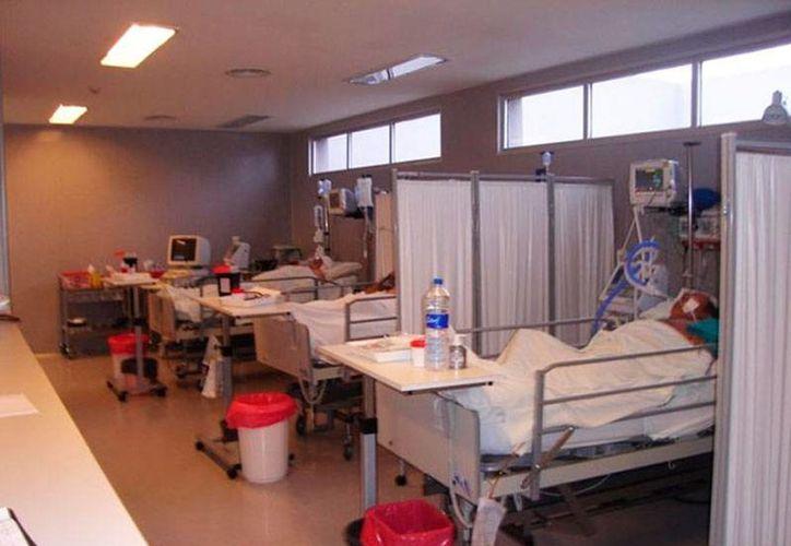 Héctor Alejandro está internado en el hospital, a causa de las graves lesiones que sufrió a manos de 4 de sus compañeros. (Contexto/excelsior.com.mx)