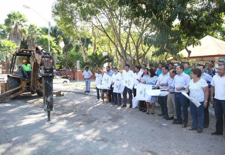 Con una inversión superior a los 3.1 millones de pesos dieron inicio las obras de repavimentación de la comisaría de Chichí Suárez. (Foto cortesía del Ayuntamiento)
