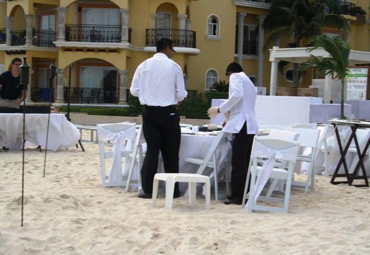 La bolsa laboral de la Asociación de Hoteles de la Riviera Maya canaliza a los buscadores de empleo a los puestos vacantes. (Octavio Martínez/SIPSE)