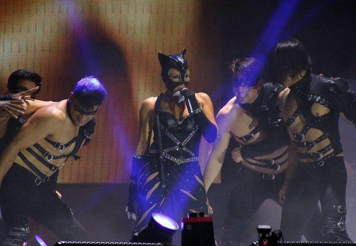 Yuri durante su actuación en el Salón de las Máscaras, en Plaza Carnaval Mérida 2014. (Juan Carlos Albornoz/SIPSE)