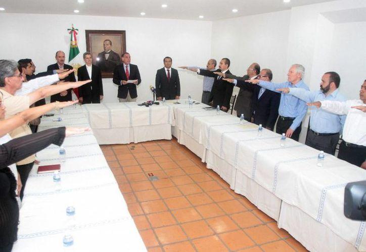 La Junta Directiva del Instituto Estatal de Educación Pública de Oaxaca (Ieepo) autorizó el pasado 30 de julio la designación de los titulares de 16 cargos directivos del nuevo organismo de la entidad. (Archivo/Notimex)