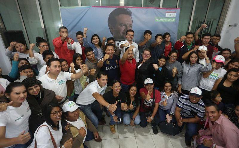 Pedro Joaquín aseveró que está dispuesto a promover cero impuestos a las empresas que garanticen la contratación de jóvenes, hombres y mujeres cozumeleños. (Redacción/SIPSE)
