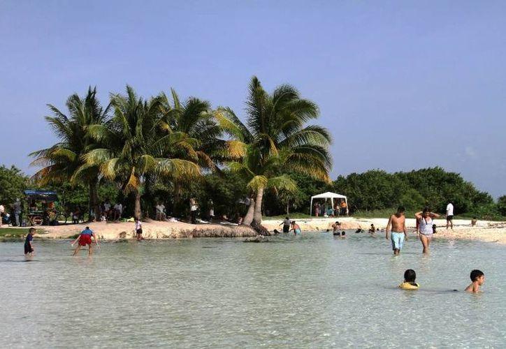 Líderes católicos, evangelistas y mayas realizarán una oración para pedir que se mantenga público el acceso a Punta Esmeralda. (María Mauricio/SIPSE)
