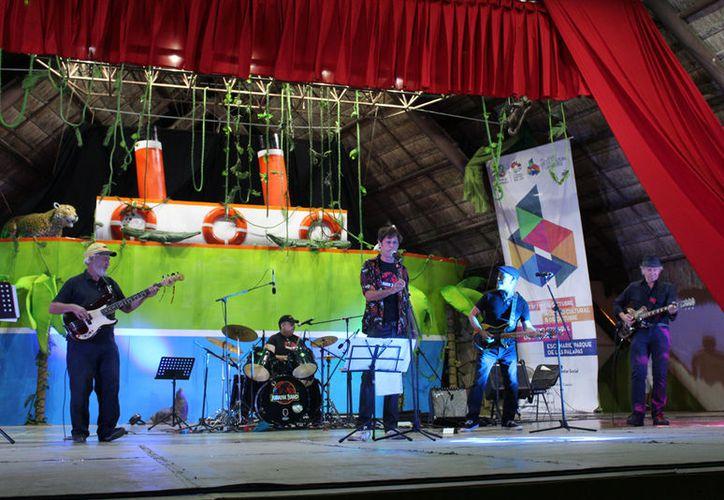 Las actividades se realizaron en el escenario del parque Las Palapas. (Faride Cetina/SIPSE)
