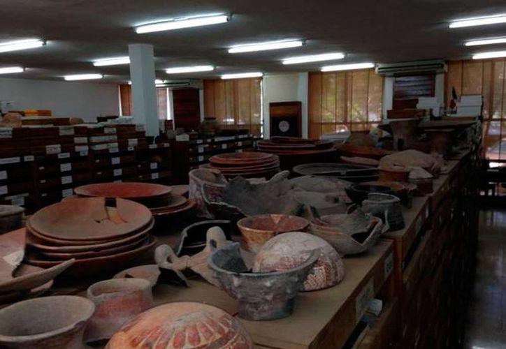 En la imagen muestran numerosas piezas arqueológicas que fueron recuperadas (Archivo/SIPSE).