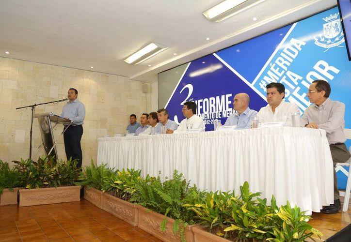 Renán Barrera aseguró que en su gestión como Presidente Municipal las obras fueron resultado de priorizaciones y amplio sentido social. (Cortesía)
