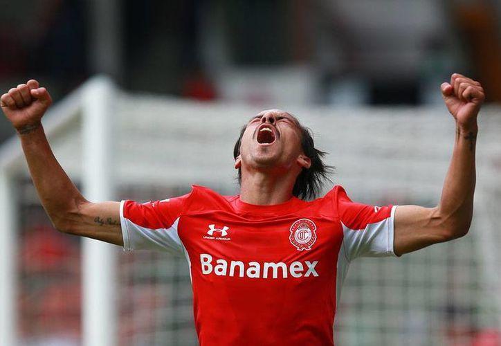 Lucas Lobos celebra el primer gol de los dos que su equipo, el Toluca, anotó en la victoria contra Xolos de Tijuana. (Jammedia)