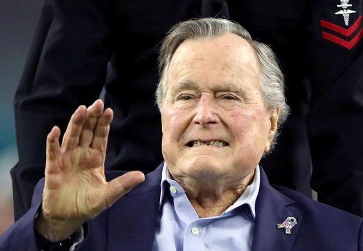 George H.W. Bush, de 93 años, abandonó el hospital. (excelsior.com)