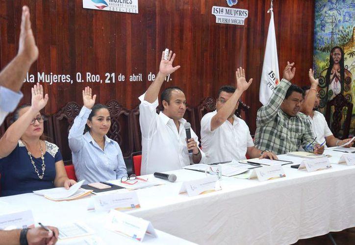 El Comité Municipal de Becas Isla Mujeres aprobó los recursos. (Cortesía)