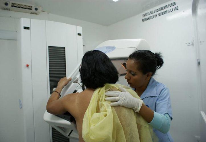 A pesar de hacer campañas las mujeres no se realizan los estudios. (Israel Leal/SIPSE)