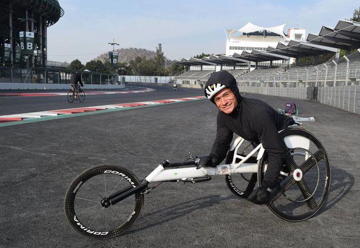 Deportistas paralímpicos de México se preparan a diario en el Autódromo Hermanos Rodríguez para el selectivo a Río 2016 que se realizará en diciembre en el Centro Nacional de Talentos y Alto Rendimiento. (Notimex)