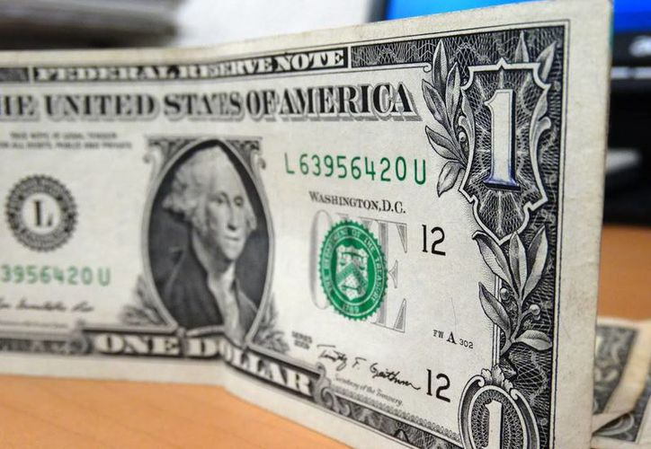 El billete verde se compró en un mínimo de 19.53 pesos en bancos de la Ciudad de México. (Archivo/SIPSE.com)