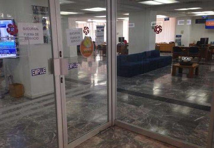 El ladrón del banco escapó con un botín de entre 2 mil y 3 mil pesos; la sucursal afectada se ubica en el cruce de Juárez y Corona. (Milenio)