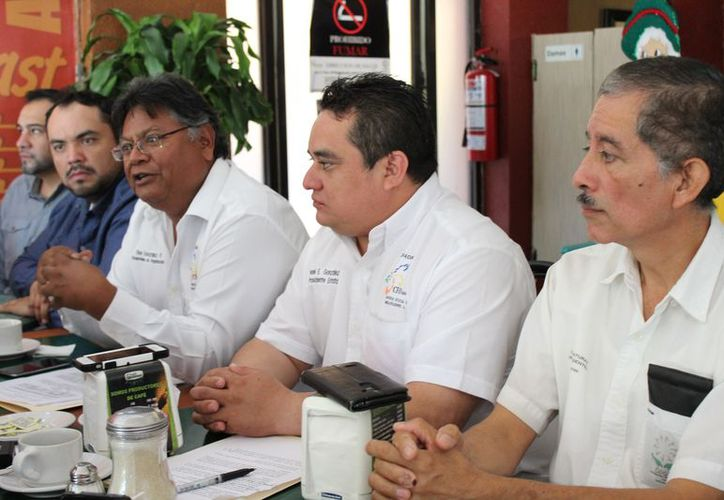 Enrique Burton, dirigente de la organización civil Ciudadanos Unidos por Quintana Roo, se mantiene como posible candidato. (Foto: Adrián Barreto/SIPSE)