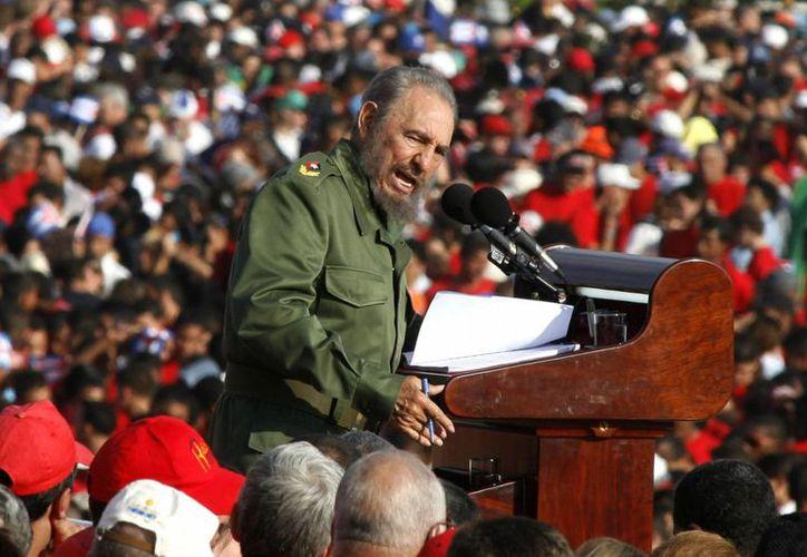 La muerte de Fidel Castro impactó a todo el mundo y algunos famosos compartieron mensajes en sus redes sociales personales.(Javier Galeano/AP)
