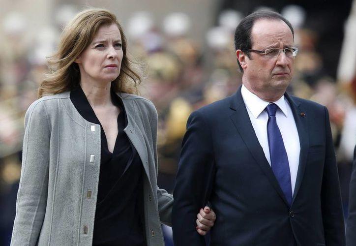 El Presidente eligió a la agencia France Presse para confirmar su ruptura con Valérie Trierweiler. (Archivo/EFE)