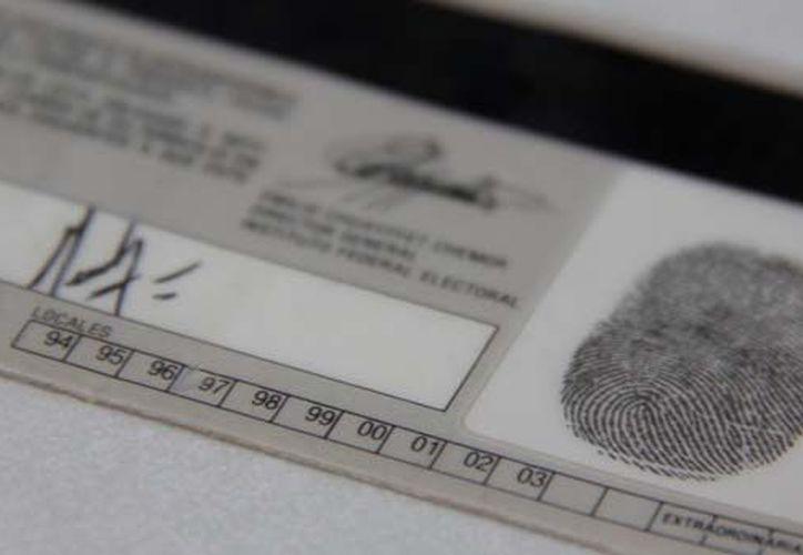 La credencial de elector es también el medio de identificación más utilizado por los ciudadanos. (Archivo/Notimex)